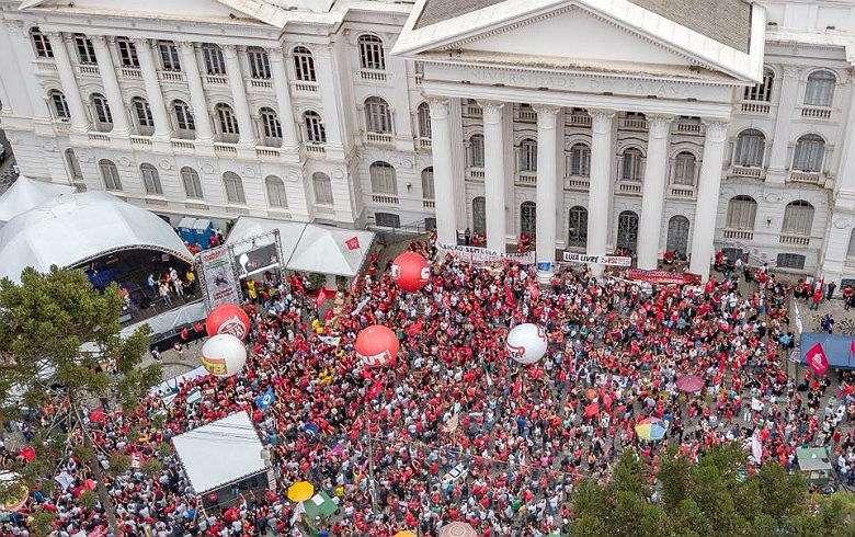 Em Pauta Conjuntura: 1º de maio em defesa da liberdade de Lula e da democracia
